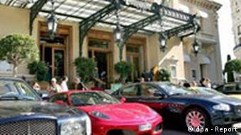 Monaco Luxuswagen vor dem Casino in Monte Carlo