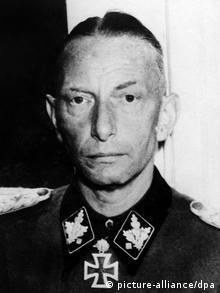 Generał SS Heinz Reinefarth w mundurze SS z żelaznym krzyżem
