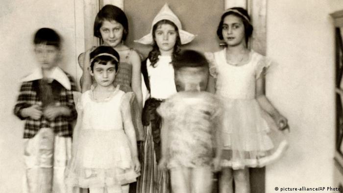 Anne Frank mit Schwester Margot. Foto: