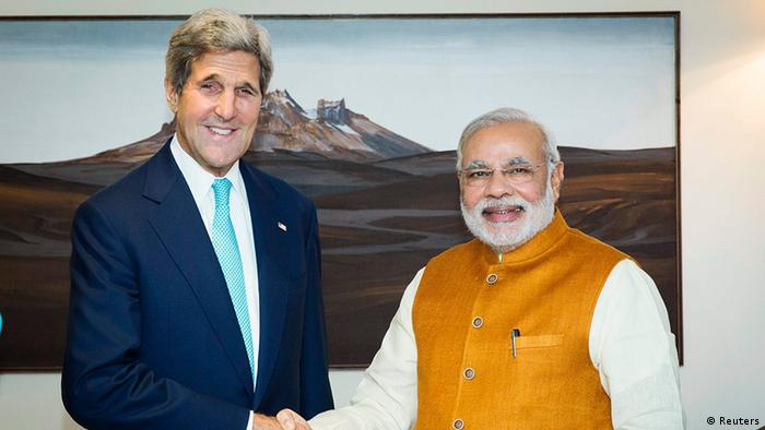 US Secretary of State John Kerry (L) shakes hands with Indian Prime Minister Narendra Modi at the Prime Minister's residence in New Delhi August 1, 2014 (Photo: REUTERS/Lucas Jackson)