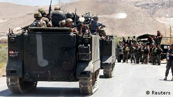 Lebanese army soldiers on armoured carriers advance towards the Sunni Muslim border town of Arsal. (Photo: REUTERS/Mohamed Azakir)