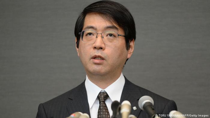 همکاران یوشیکی ساسای گفتهاند که وی پس از رسوایی علمی دچار بیماری روحی شده بود