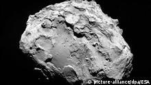 HANDOUT - Eine Aufnahme des Kometen 67P/Churyunomv-Gerasimenko, die am 3. August 2014 aus einer Entfernung von 285 Kilometern von der Raumsonde Rosetta gemacht wurde. Foto: ESA/dpa ACHTUNG: Nur zur redaktionellen Verwendung und nur bei Nennung Foto: ESA/dpa) +++(c) dpa - Bildfunk+++