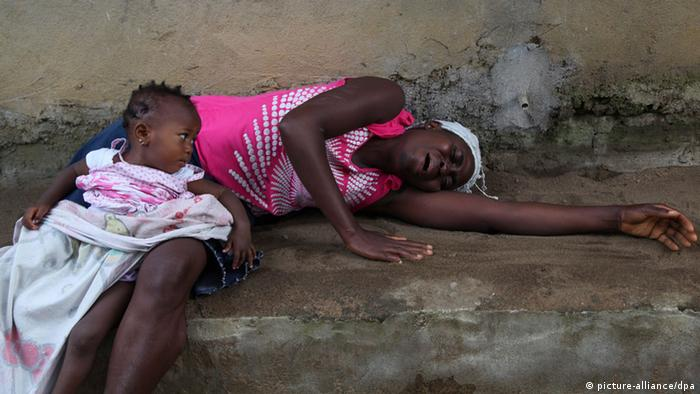 A Liberian woman weeps over the death of a relative from Ebola in the Banjor Community on the outskirts of Monrovia, Liberia (Photo: EPA/AHMED JALLANZO)