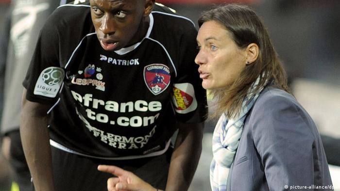 Fußball Clermont-Ferrand Trainerin Corinne Diacre (picture-alliance/dpa)