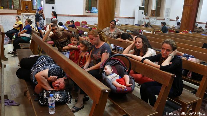 Irakische Flüchtlinge in einer Kirche in Irbil (Foto: AP)