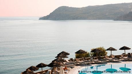 Spiegel: Η απελπισία των Ελλήνων ξενοδόχων