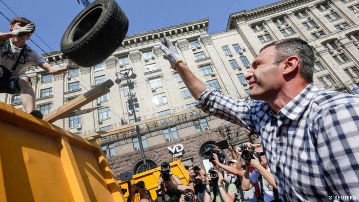 Виталий Кличко на субботнике по расчистке Майдана