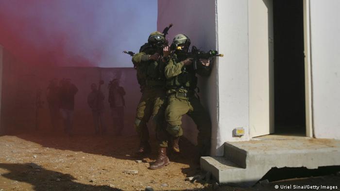 Israelische Soldaten trainieren den Häuserkampf (Foto: Getty)