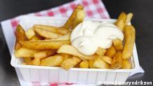 #31229310 - ravier de frites Belge sauce mayonnaise © auryndrikson