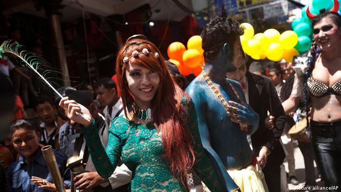 Bildergalerie Gaijatra Festival 2014 in Nepal (picture alliance/AP)