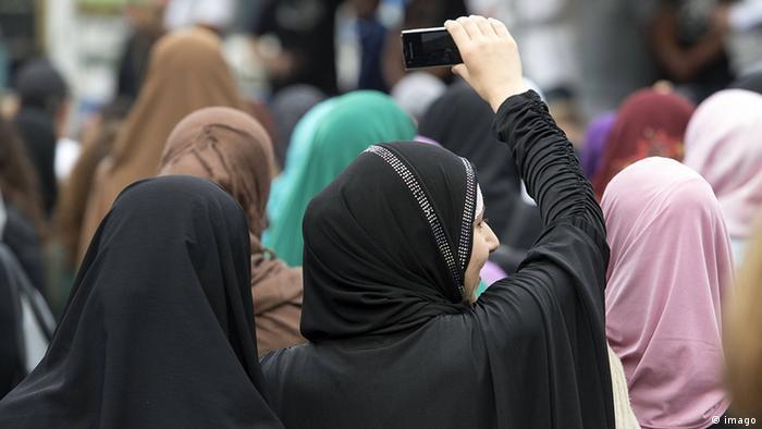 Demonstration von radikalen Salafisten in Frankfurt am Main - Foto: Arne Dedert (dpa)