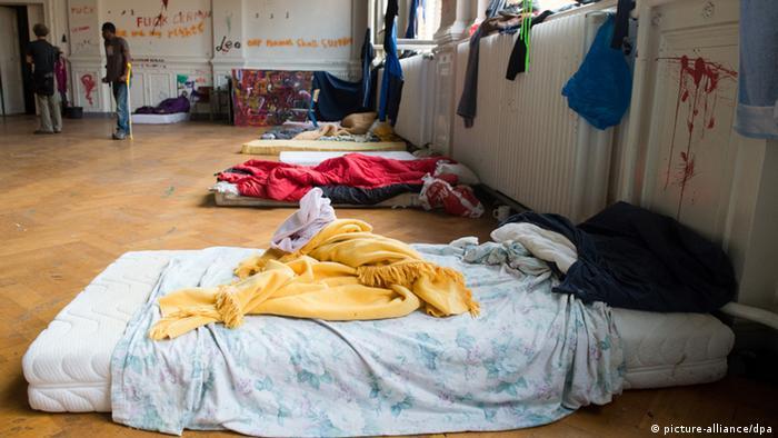 A mattress on the floor of a former school in Brandenburg Photo: Maurizio Gambarini/dpa