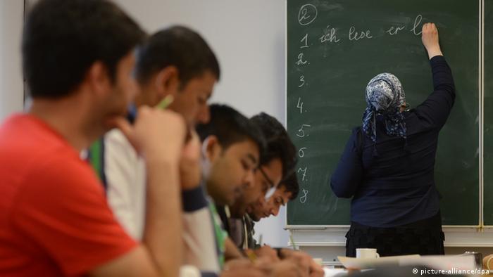 Deutschkurs für Asylbewerber (picture-alliance/dpa)