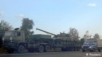 russischer Panzer-Transporter nah der Grenze zu Ukraine. Foto: REUTERS/Maria Tsvetkova