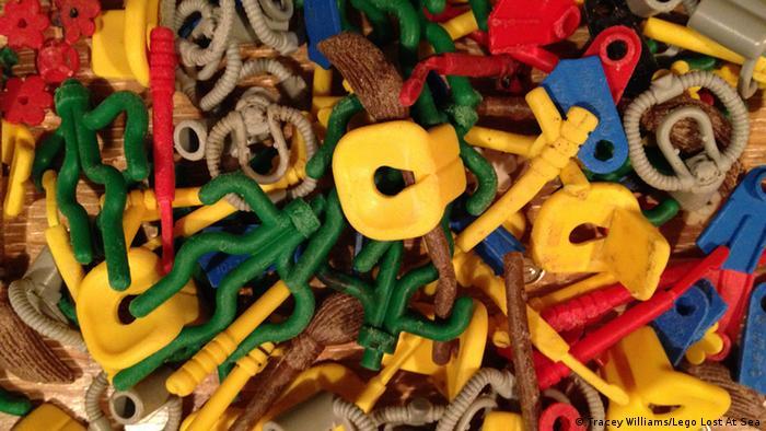 Lego Steine auf den britischen Stränden