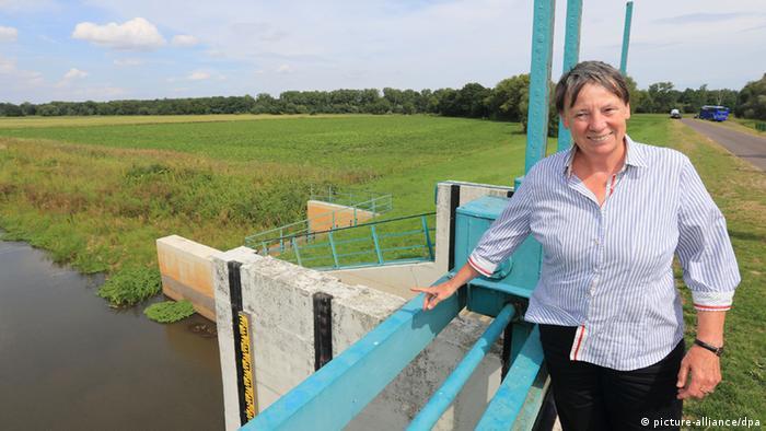 Bundesumweltministerin Barbara Hendricks besucht ehemaliges Hochwassergebiet, 13.08.2014 (Foto: pictura alliance/dpa)
