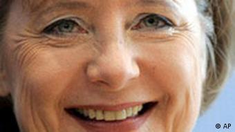 Die CDU-Vorsitzende und designierte Bundeskanzlerin Angela Merkel laechlt am 12. November 2005 in Berlin