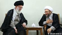 Beschreibung: Sadegh Amoli Larijani (Laridjani, Laridschani) Chef der Judikative und Ali Khamenei, politische und religiöse Führer des Iran. Lizenz: khamenei.ir