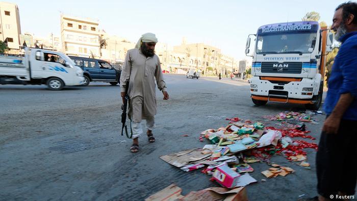 Irak IS Kämpfer in Ragga Markt