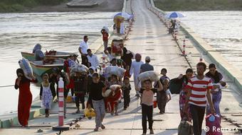 Irak Jesiden auf der Flucht Grenzbrücke