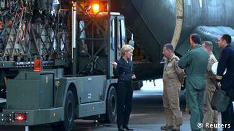 German Defense Minister Ursula von der Leyen speaks with Bundeswehr soldiers as humanitarian aid for Iraq is loaded onto their plane (Photo: REUTERS/Axel Heimken/Pool)