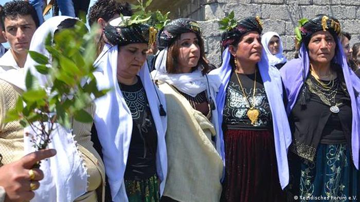 Jesidische Frauen beim Pilgerfest (Foto: Yezidisches Forum e.V. )