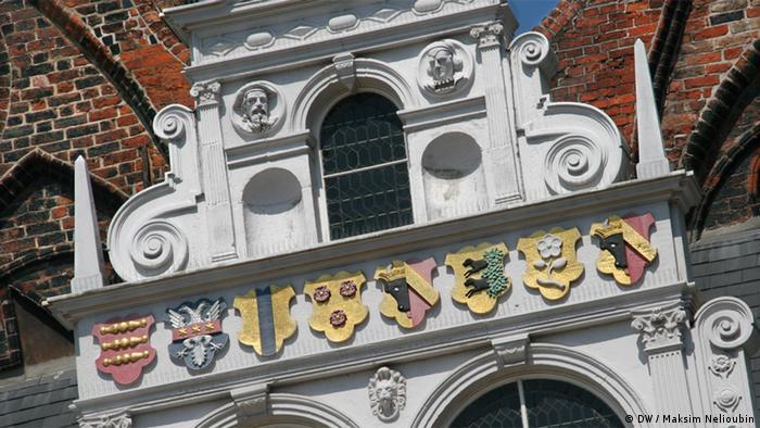 Гербы на фасаде ратуши в Любеке