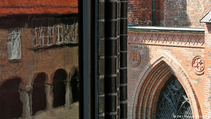Вид из окна ратуши на храм Святой Марии