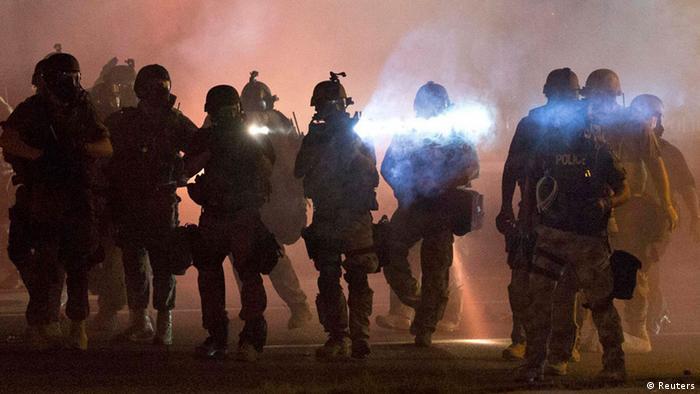 USA Tod eines schwarzen Jugendlichen Protest in Ferguson Polizeieinsatz 13.08.2014