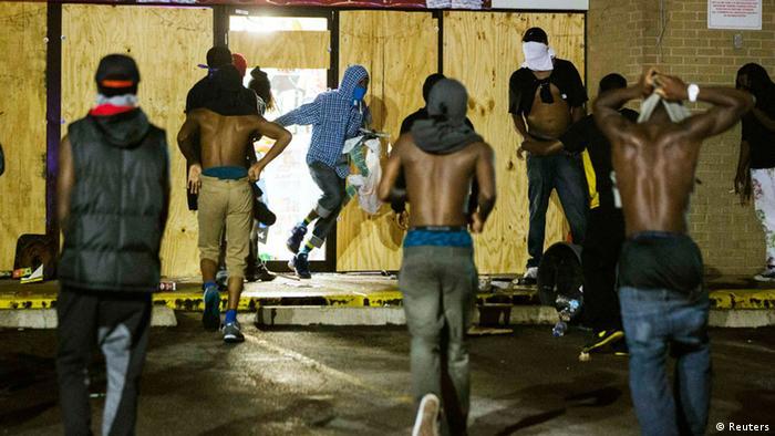 Ferguson Plünderungen (Foto: reuters)