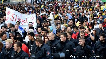 Rund 11.000 Menschen protestierten in Hannover (Foto: dpa)