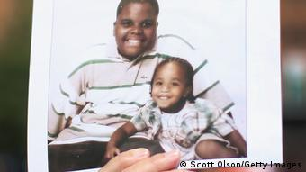 Michael Brown Ferguson Missouri mit seiner kleinen Schwester
