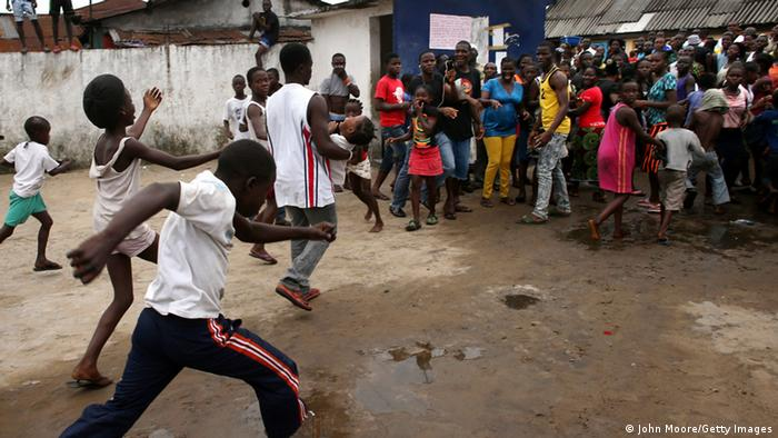 Ebola West Point Slum Infizierte verlassen Isolierstation