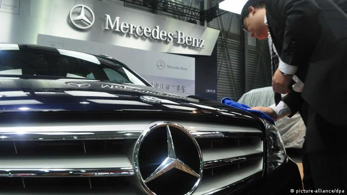 Symbolbild China Mercedes-Benz (picture-alliance/dpa)