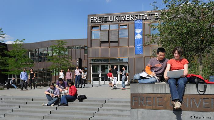 Hauptgebäude der Freien Universität Berlin (Foto: Peter Himsel)