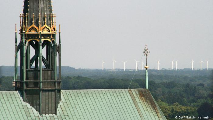 Башенка на коньке крыши храма Девы Марии