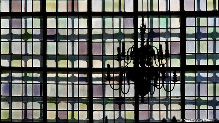 Окно одной из боковых часовен Мариенкирхе