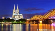 Kölner bei Nacht Dom Skyline Hohenzollern Brücke Rhein Deitschland Köln
