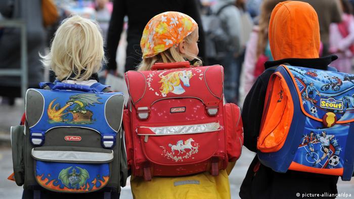 Schüler Schulkinder Schulranzen Schulweg Schulanfänger