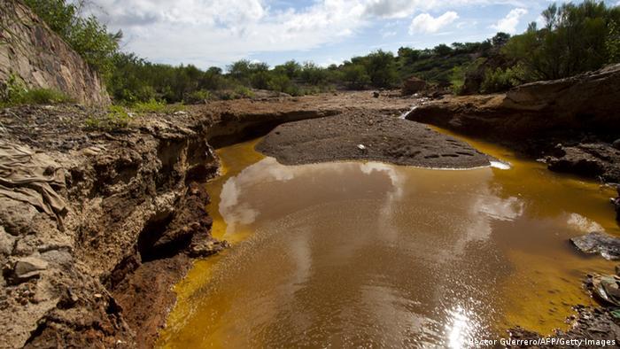 Der Fluss Sonora im Nordwesten Mexikos ist von der auslaufenden Schwefelsäure orange gefärbt. (Foto: Hector Guerrero/AFP/Getty Images)