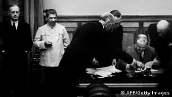 Під час підписання пакту Молотова-Ріббентропа 24 серпня 1939 року