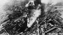 """2.WK Polenfeldzug: Schwere Bombentreffer im Gel""""nde eines Warschauer Aussenbahnhofes Ende September 1939"""