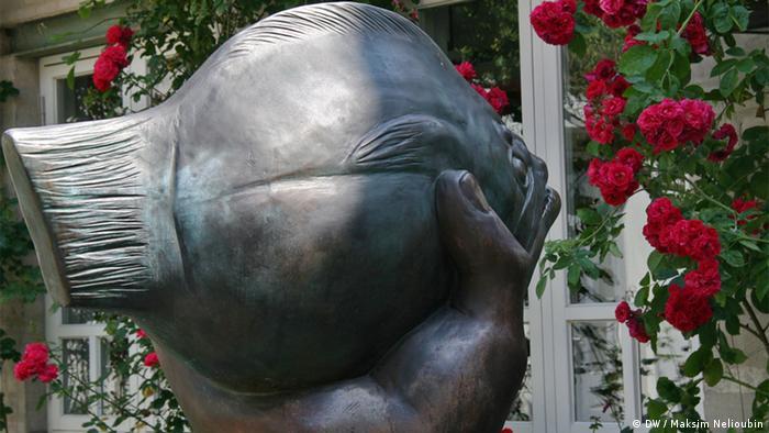 Скульптура Гюнтера Грасса во дворе музея