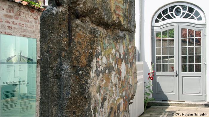 Фрагмент Берлинской стены во дворе Willy-Brandt-Haus Lübeck
