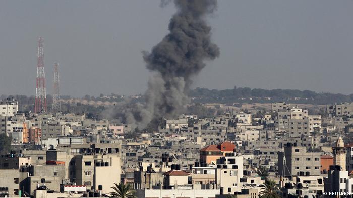 Ukanda wa Gaza ukishambuliwa na maroketi
