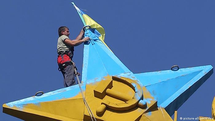 Steagul ucrainean pe o clădire din Moscova