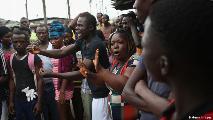 Protestos contra a quarentena na capital da Libéria, Monróvia
