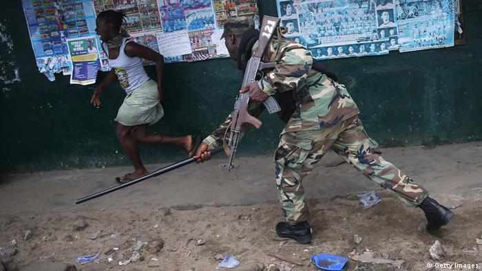 Soldat in West Point in Liberia (Photo: John Moore/Getty Images)