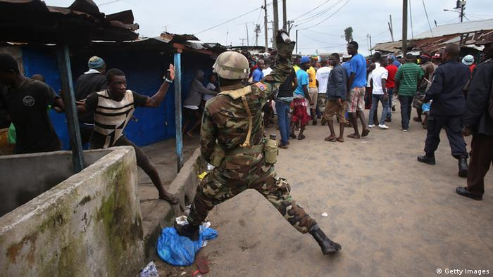 Soldaten in West Point in Liberia (Photo: John Moore/Getty Images)